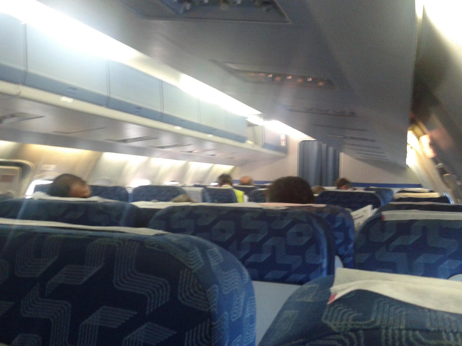 Салон самолета Як-42 авиакомпании Ижавиа