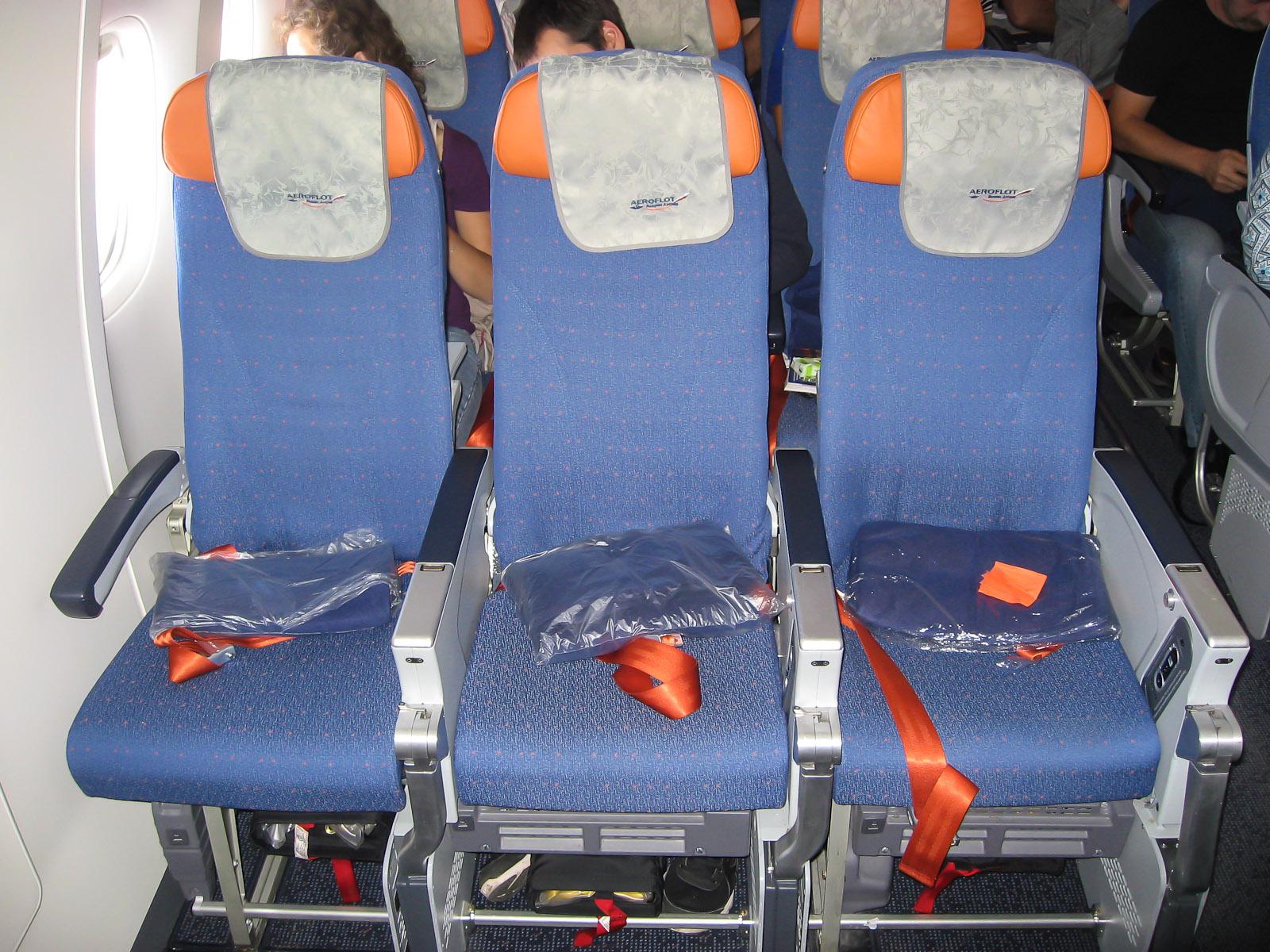 Кресла экономического класса в Боинге-777-300 Аэрофлота