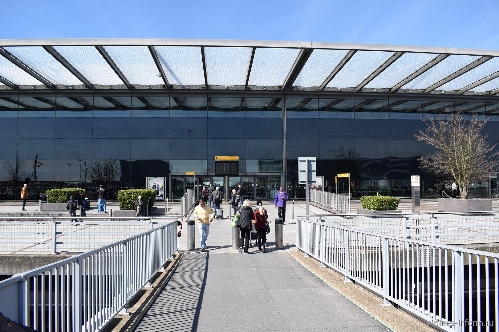 Терминал 4 аэропорта Лондон Хитроу