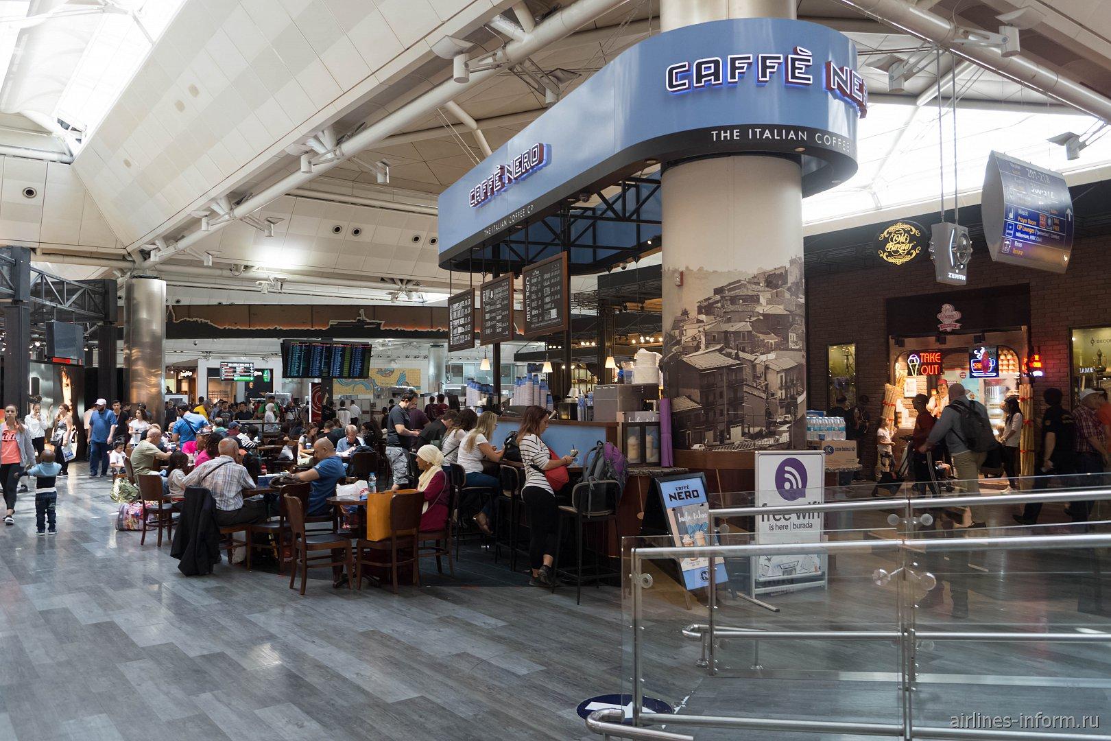 В чистой зоне терминала 2 аэропорта Стамбул Ататюрк