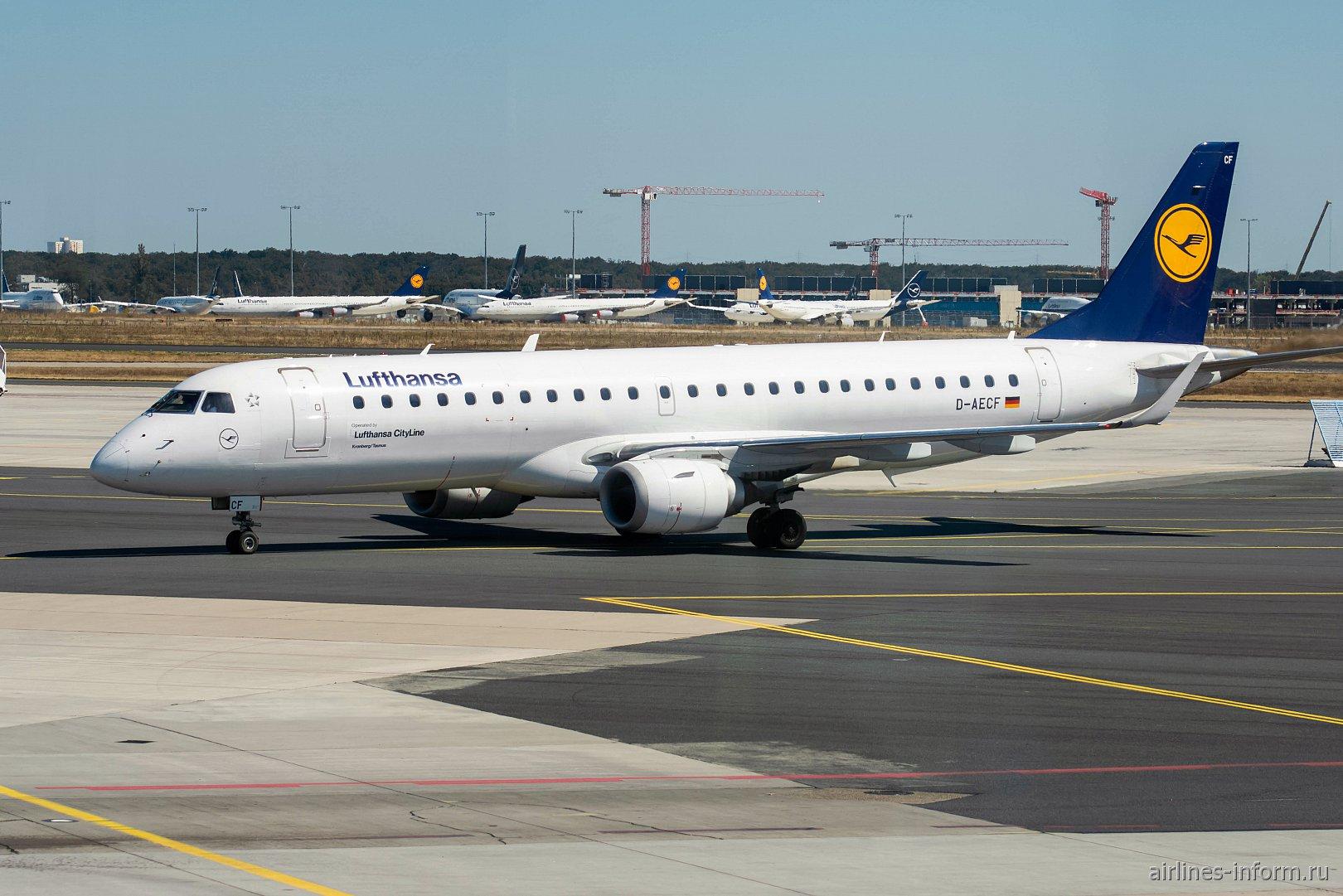 Самолет Эмбраер-190 авиакомпании Lufthansa CityLine в аэропорту Франкфурт