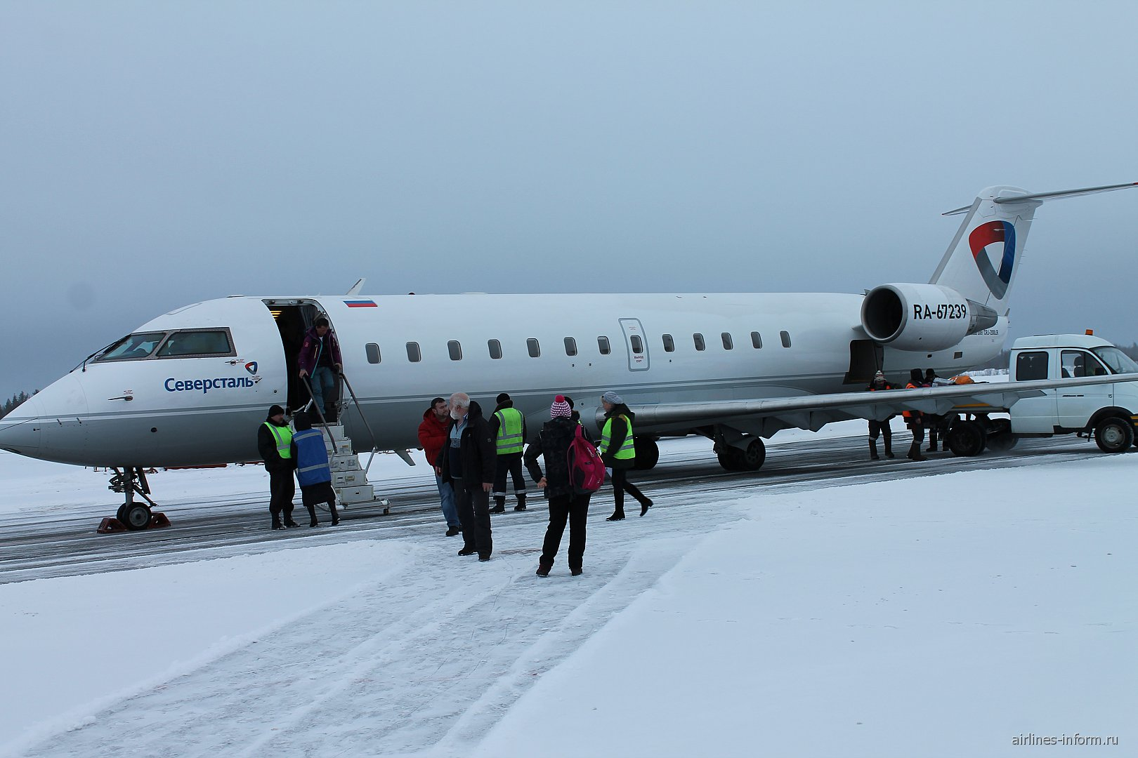 """Самолет Bombardier CRJ200 авиакомпании """"Северсталь"""" в аэропорту Апатиты"""
