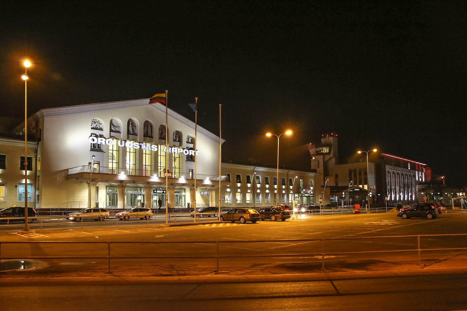 Аэровокзал и диспетчерская башня аэропорта Вильнюс