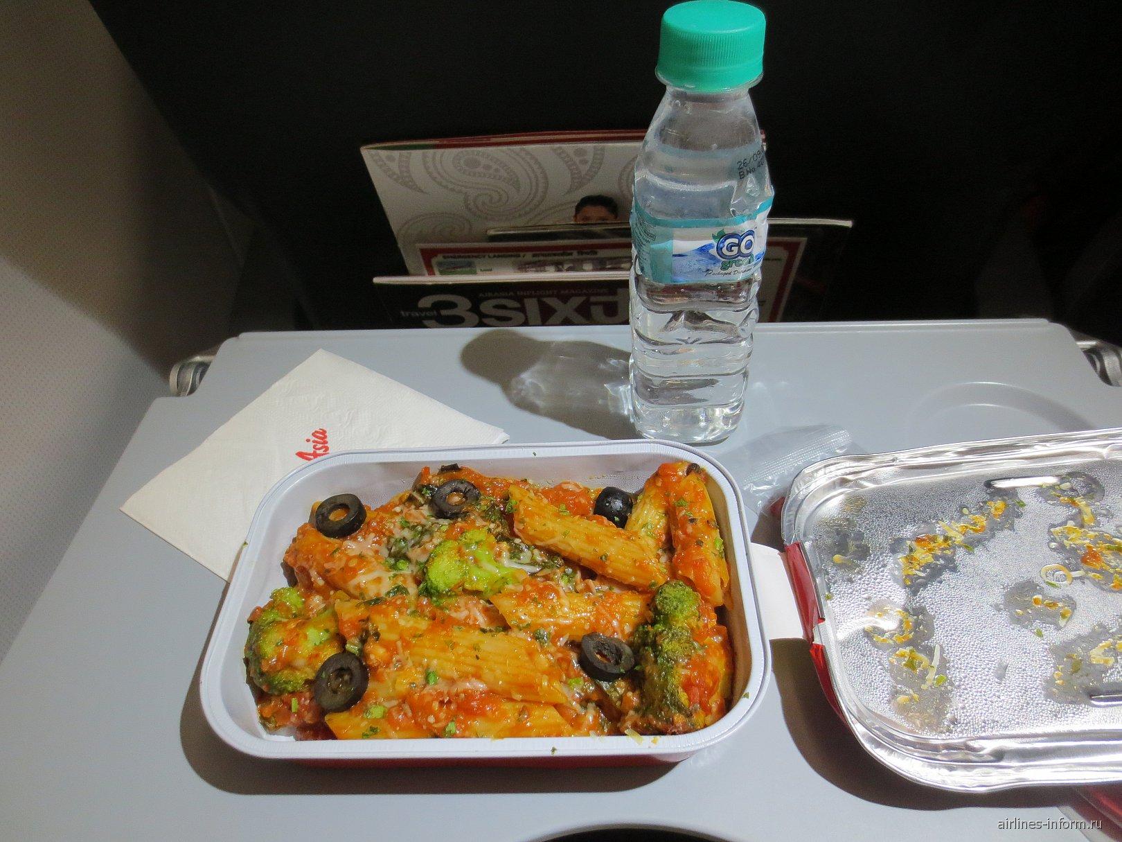 Платный ужин на рейсе Дели-Гоа авиакомпании AirAsia