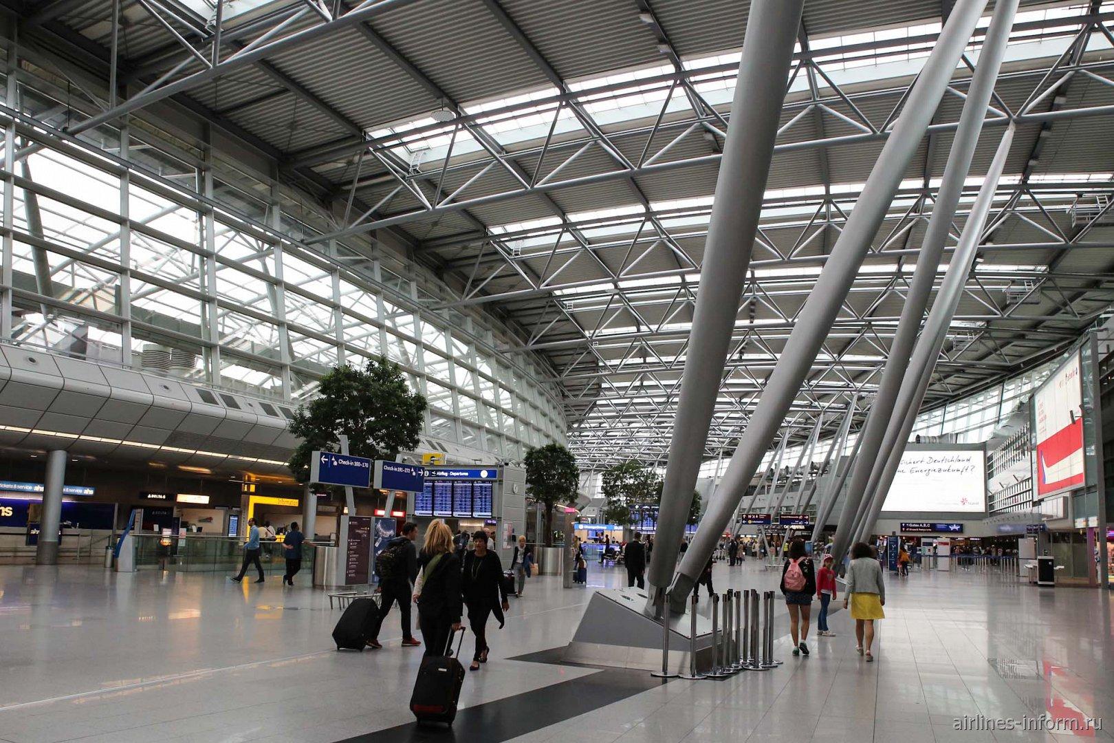 В пассажирском терминале аэропорта Дюссельдорф