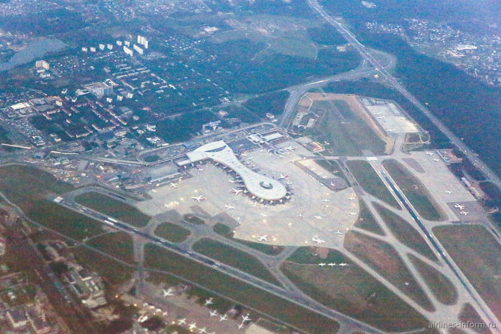 Вид сверху на аэропорт Москва Внуково