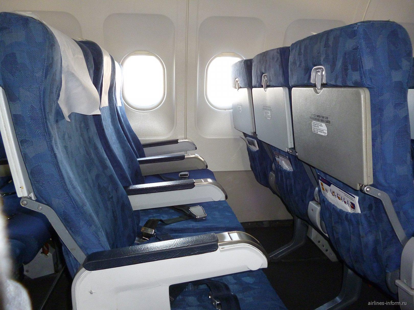 Кресла самолета Airbus A320 авиакомпании Владивосток Авиа