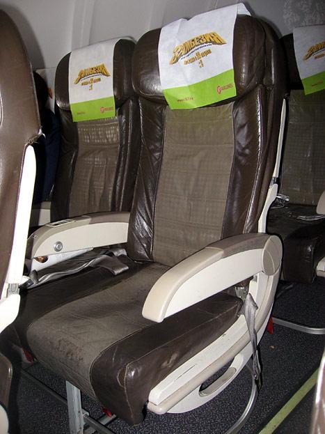 Кресла экономического класса в самолете Боинг-737-800 авиакомпании Глобус