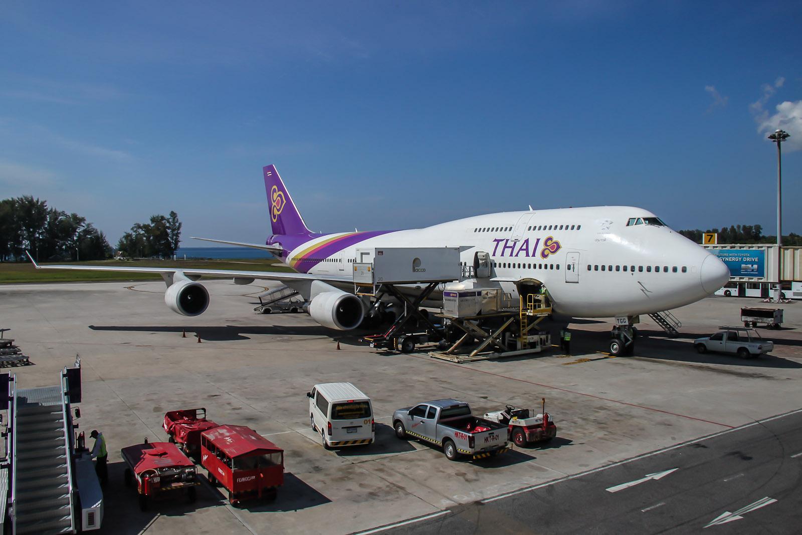 Боинг-747 Тайских авиалиний в аэропорту Пхукета