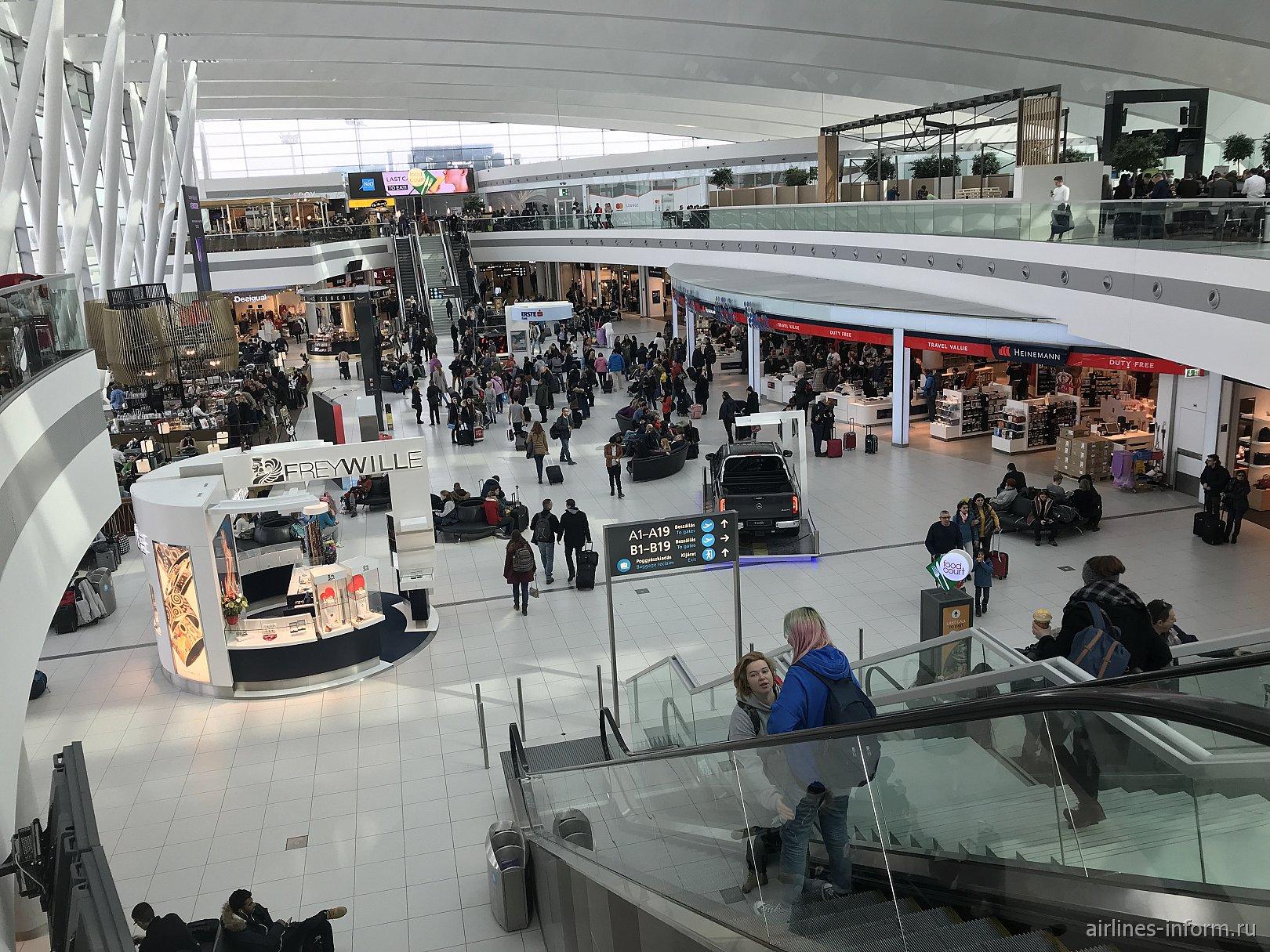 Центральная часть чистой зоны Терминала 2 аэропорта Будапешт Ференц Лист