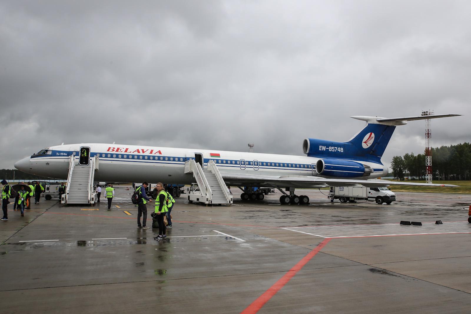 """Самолет Ту-154М """"Белавиа"""" EW-85748 в аэропорту Минска"""