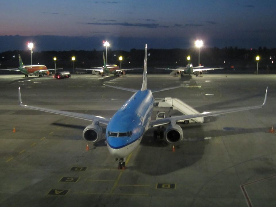 Боинг-737-800 КЛМ в аэропорту Борисполь