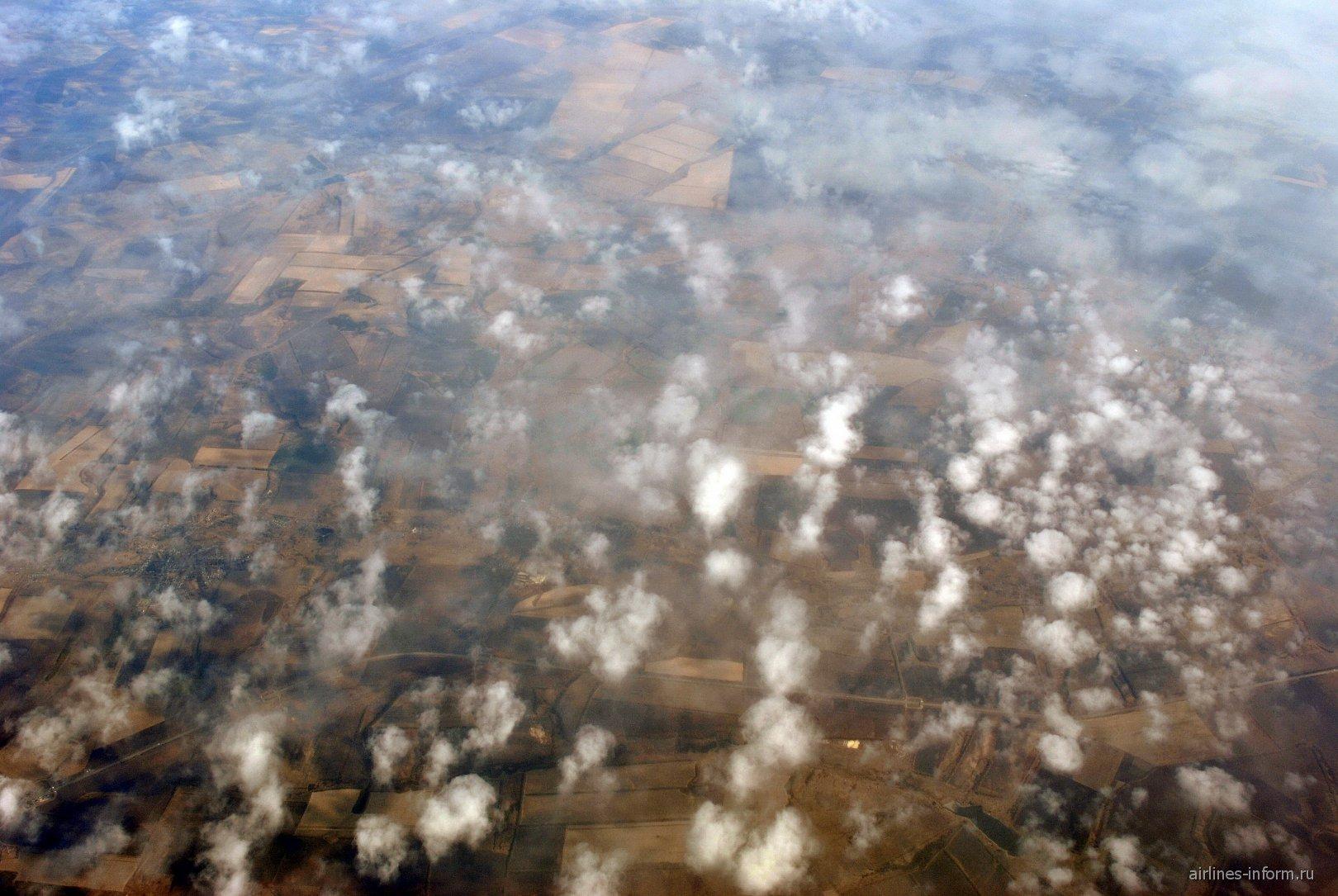 Облака-барашки в полете на юге России
