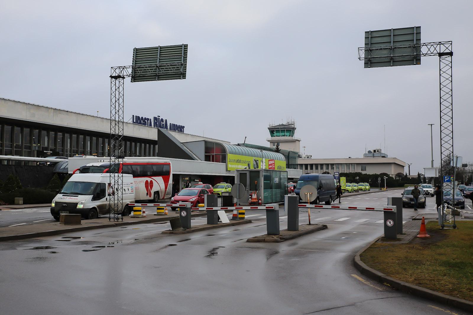 Аэропорт Рига со стороны привокзальной площади