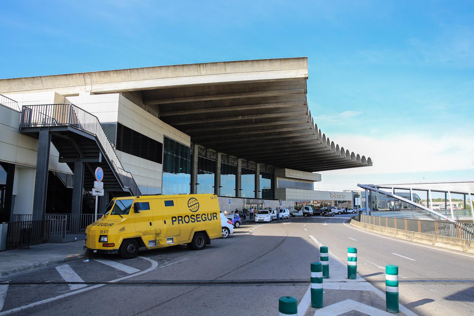 Центральная часть аэровокзала аэропорта Валенсия
