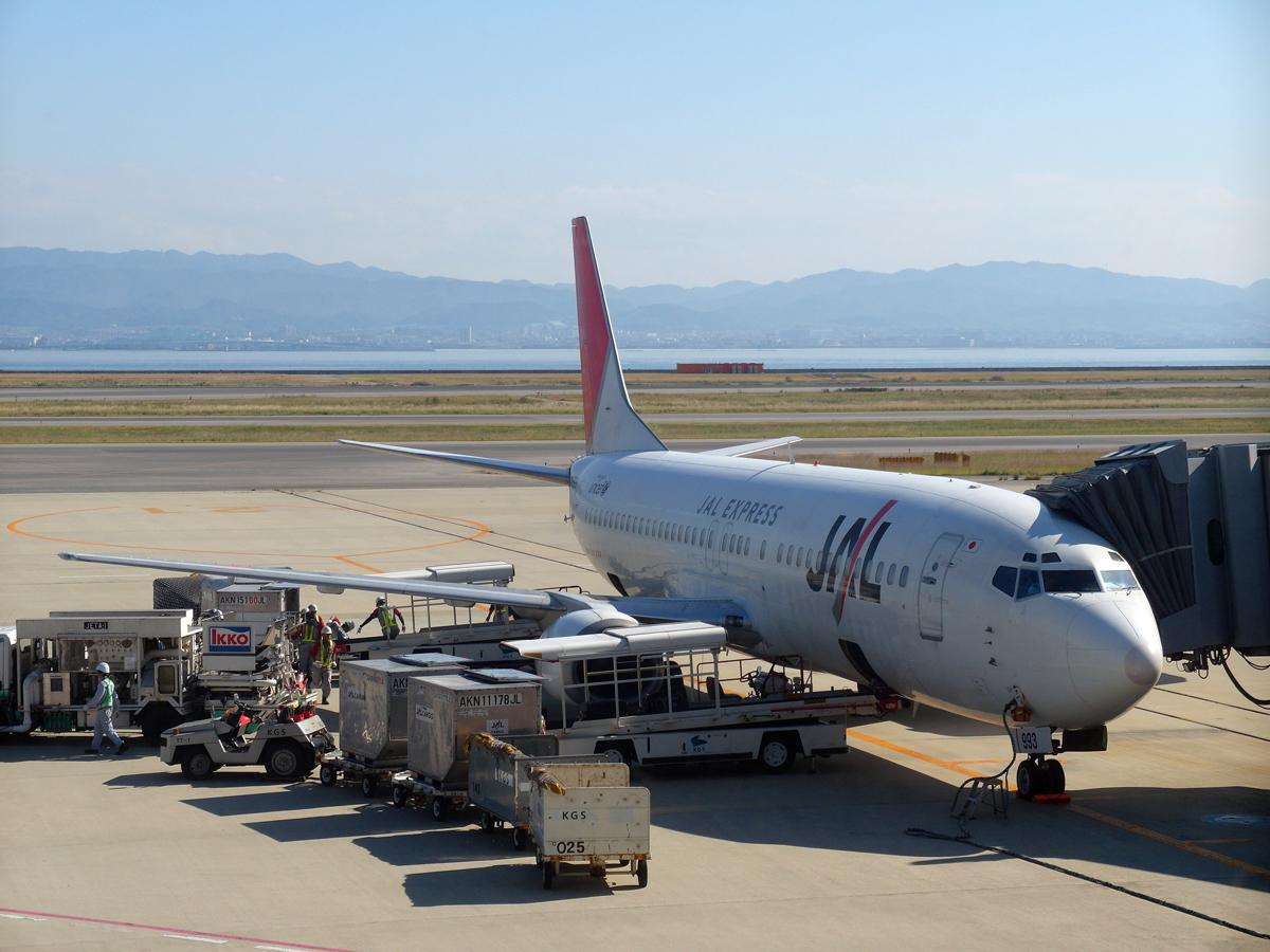 Боинг-737-400 в старой ливрее JAL Express в аэропорту Осака Кансай