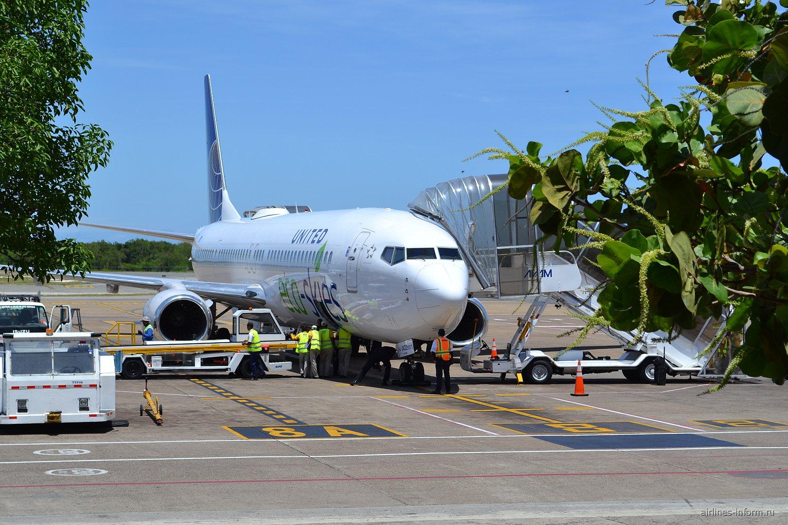 Боинг-737-900 N75432 авиакомпании United в аэропорту Пунта-Кана