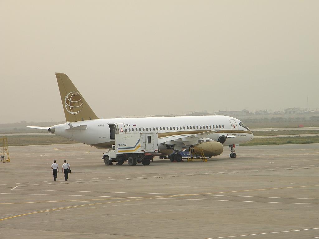 "Сухой Суперджет-100 RA-89004 авиакомпании ""Центр-Юг"" в аэропорту Улан-Удэ"