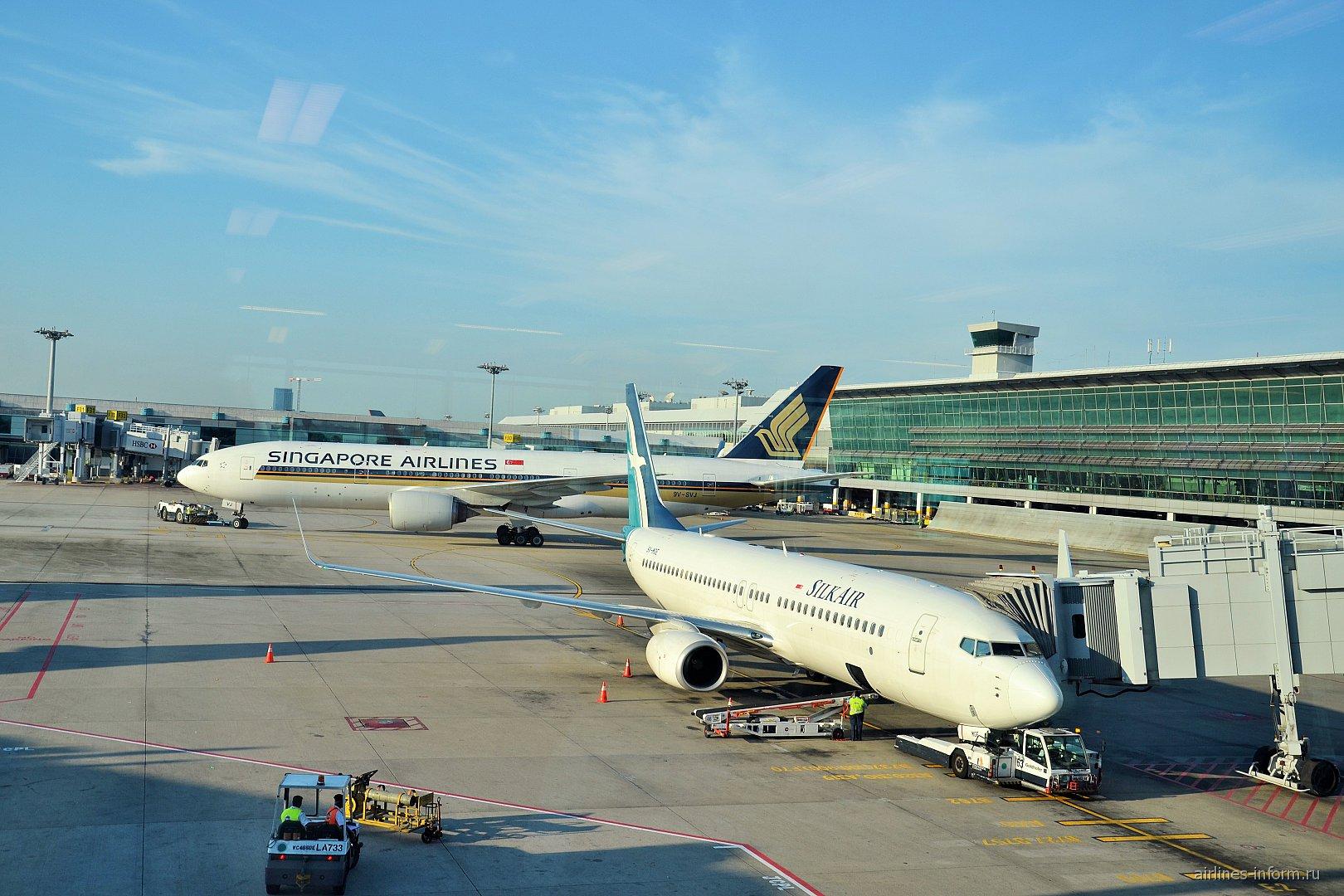 Боинг-737-800 Silk Air в сингапурском аэропорту Чанги