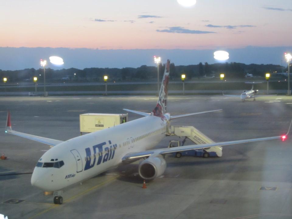 Боинг-737 ЮТэйр-Украина в аэропорту Борисполь