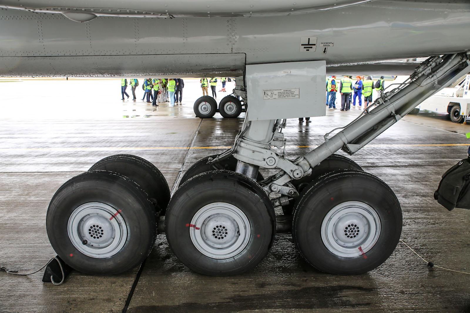 Шасси самолета Ту-154М