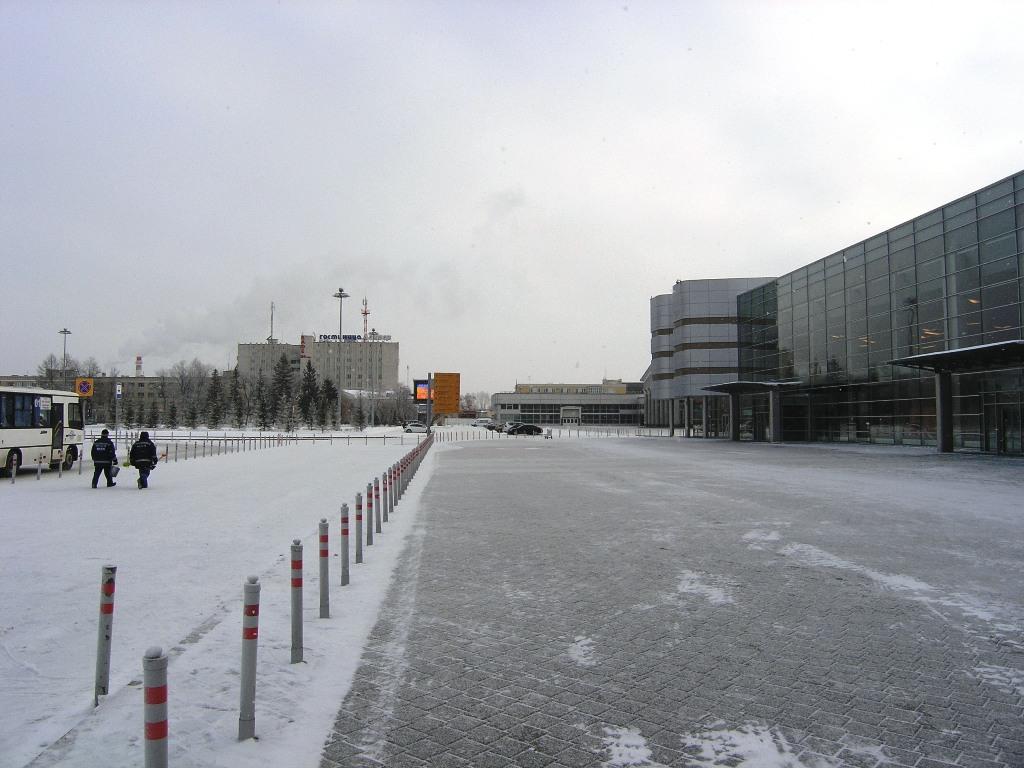 Привокзальная плошадь аэропорта Екатеринбург Кольцово
