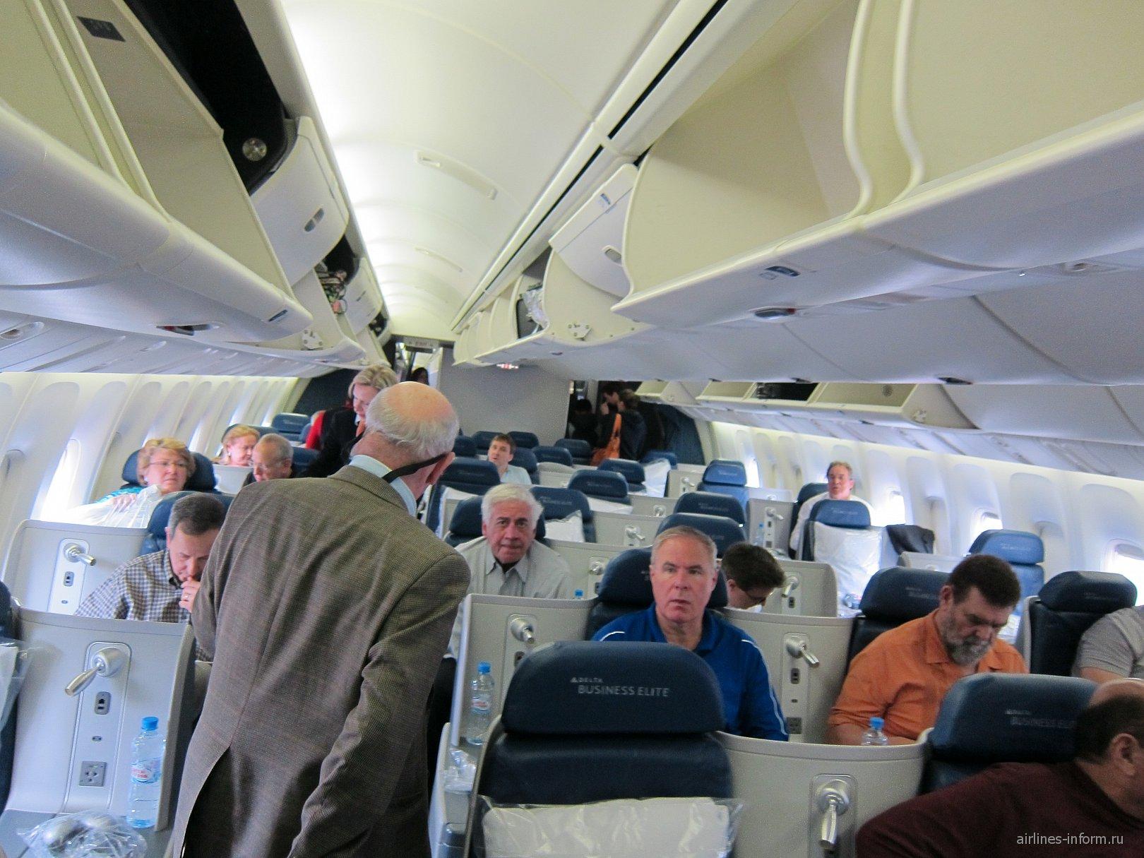 Бизнес-класс в Боинге-767-300 авиакомпании Дельта