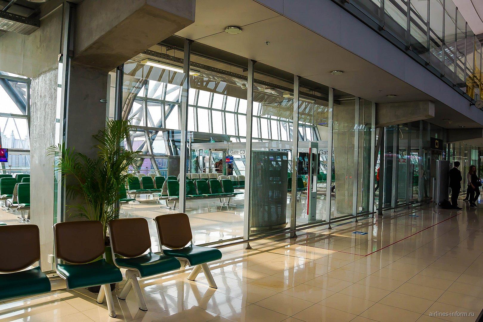 Накопитель в аэропорту Бангкок Суварнабуми