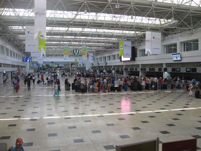 Зал вылета терминала 1 аэропорта Анталья