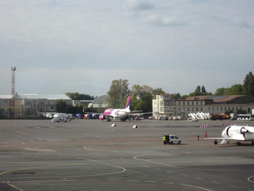Перрон аэропорта Киев Жуляны