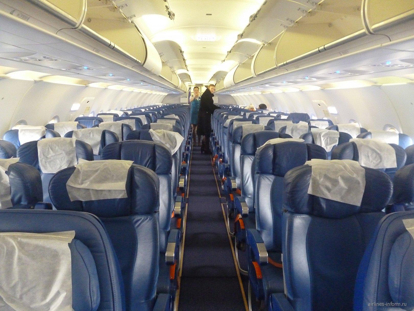 Салон самолета Airbus A319 авиакомпании Аврора
