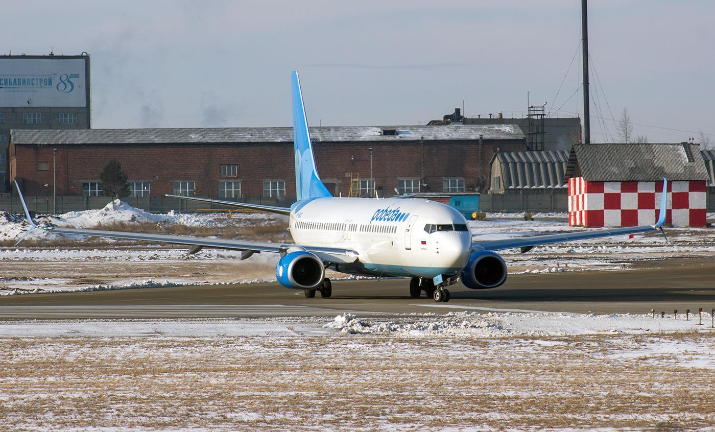 "Самолет Boeing 737-800 VP-BQC авиакомпании ""Победа"" в аэропорту Иркутска"