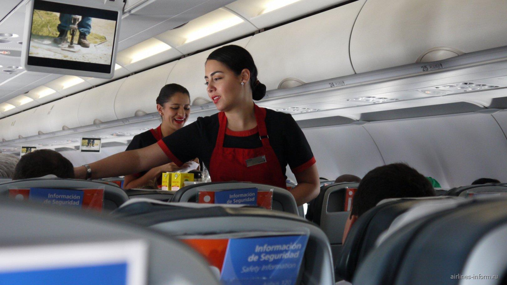 Бортпроводницы авиакомпании LAN Colombia
