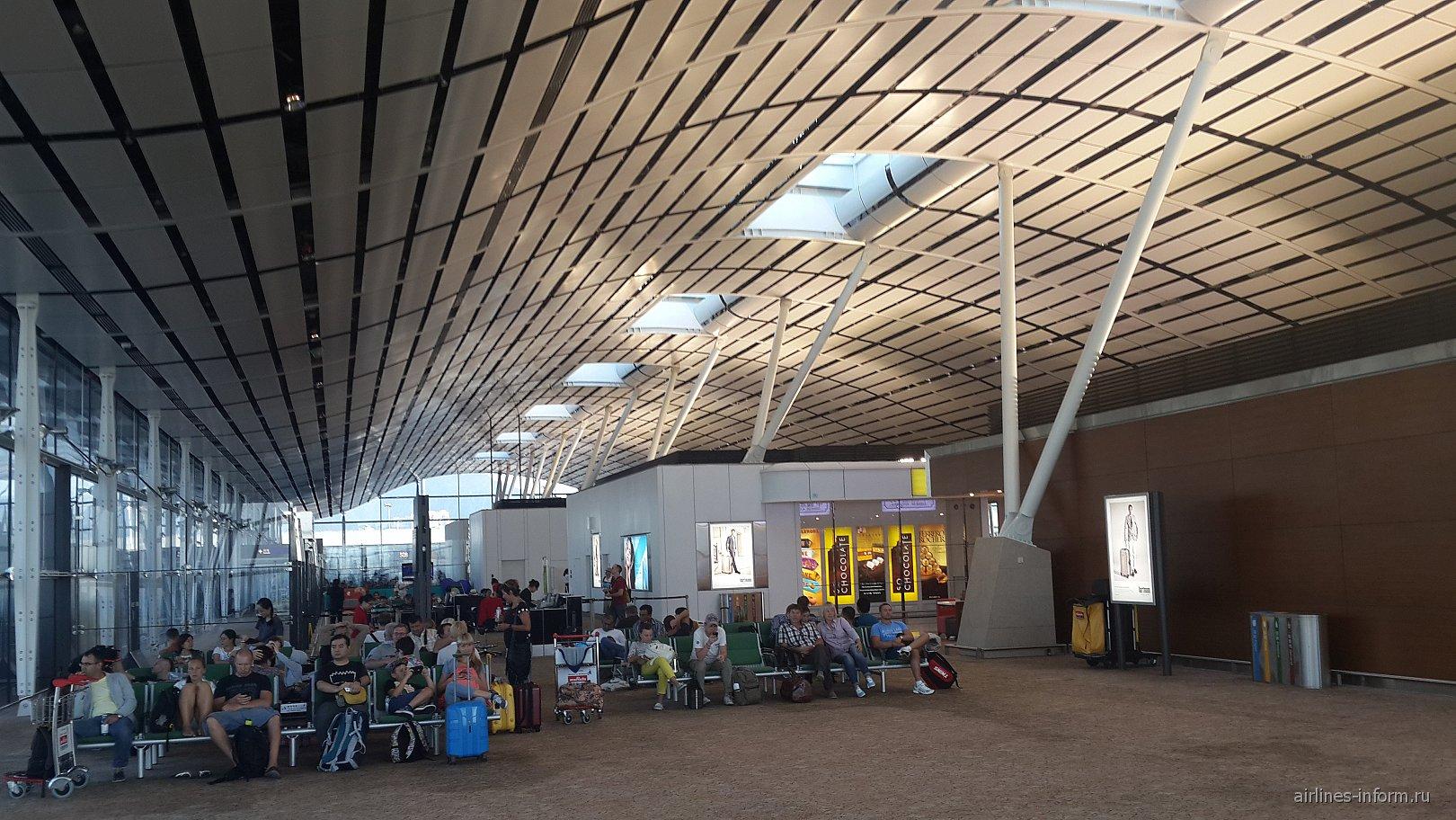 В терминале F аэропорта Гонконг
