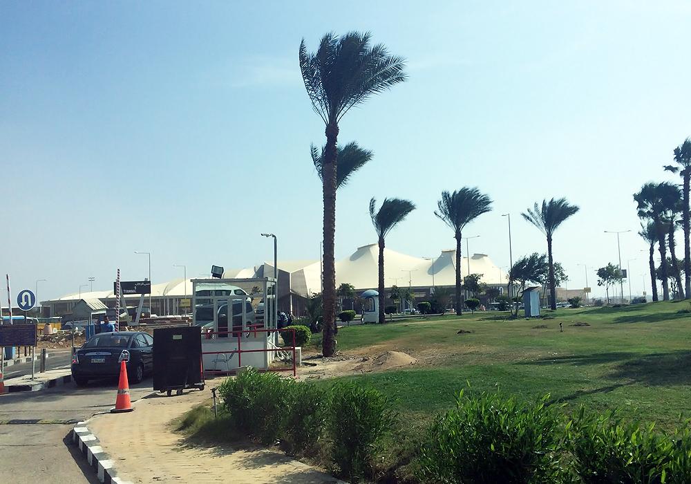 Въезд на привокзальную площадь аэропорта Шарм-Эль-Шейх