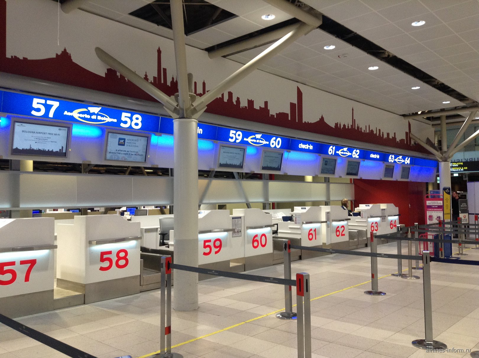 Стойки регистрации в аэропорту Болонья Гульельмо Маркони