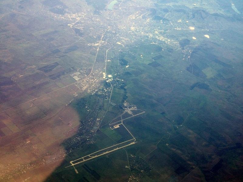 Вид из самолета на город Симферополь и аэропорт