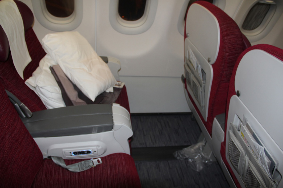 Passenger cabin of an Airbus A320 of Qatar Airways