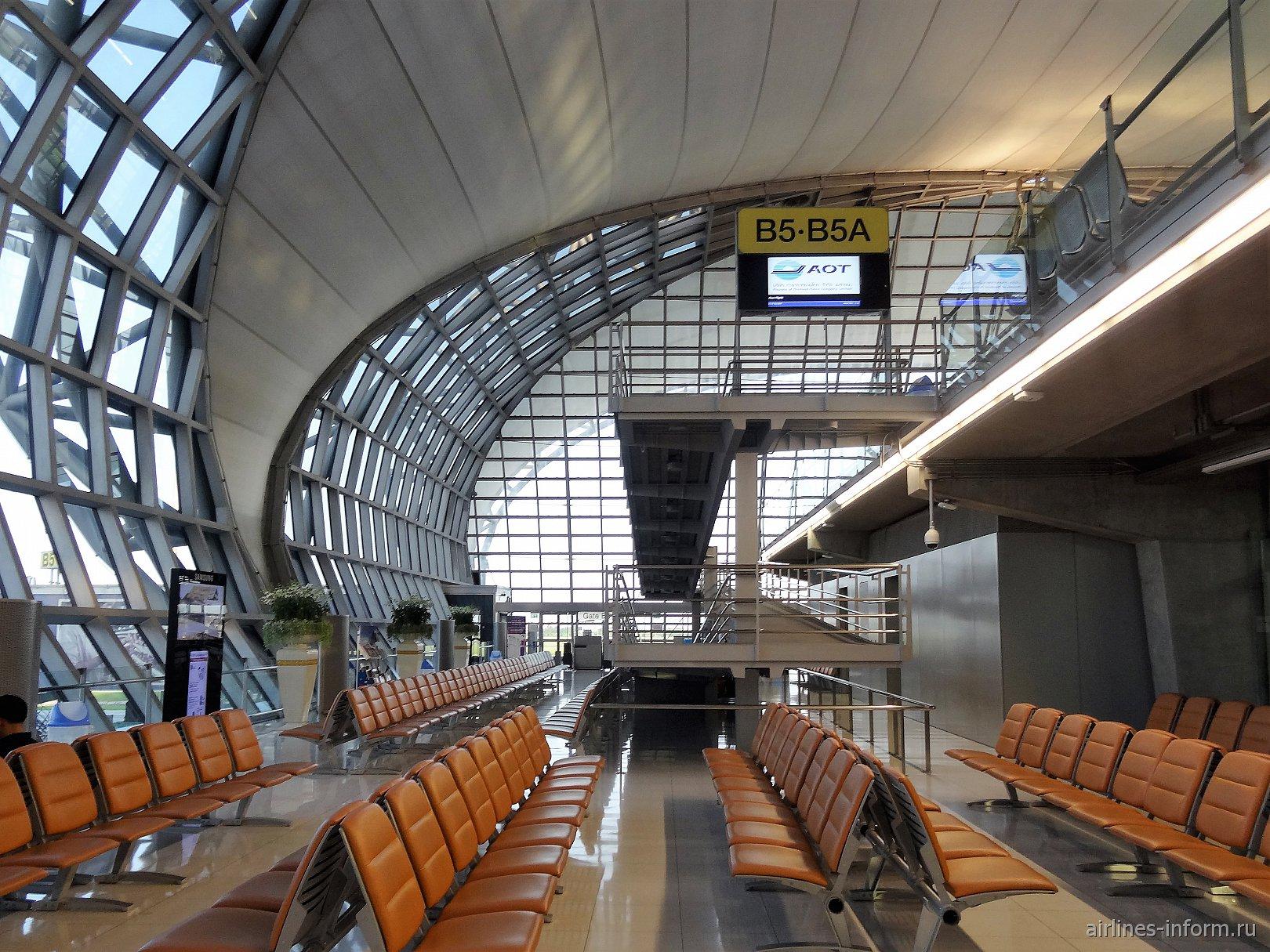 Сектор В выходов на посадку в аэропорту Бангкок Суварнабуми