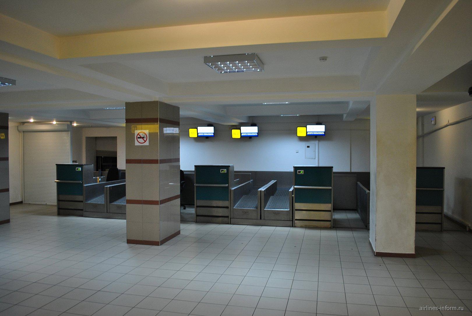 Стойки регистрации в терминале В аэропорта Симферополь