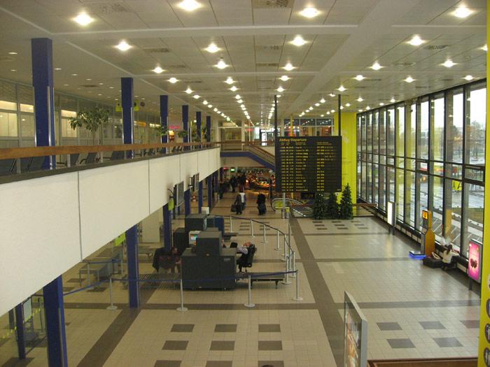 Внутри терминала А аэропорта Берлин Шонефельд