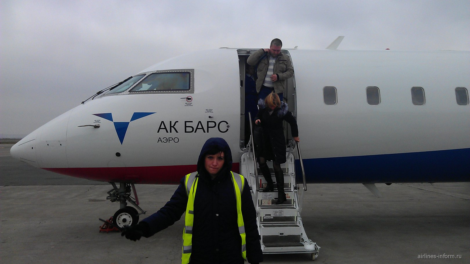 Самолет Bombardier CRJ200 авиакомпании Ак Барс Аэро в аэропорту Казани