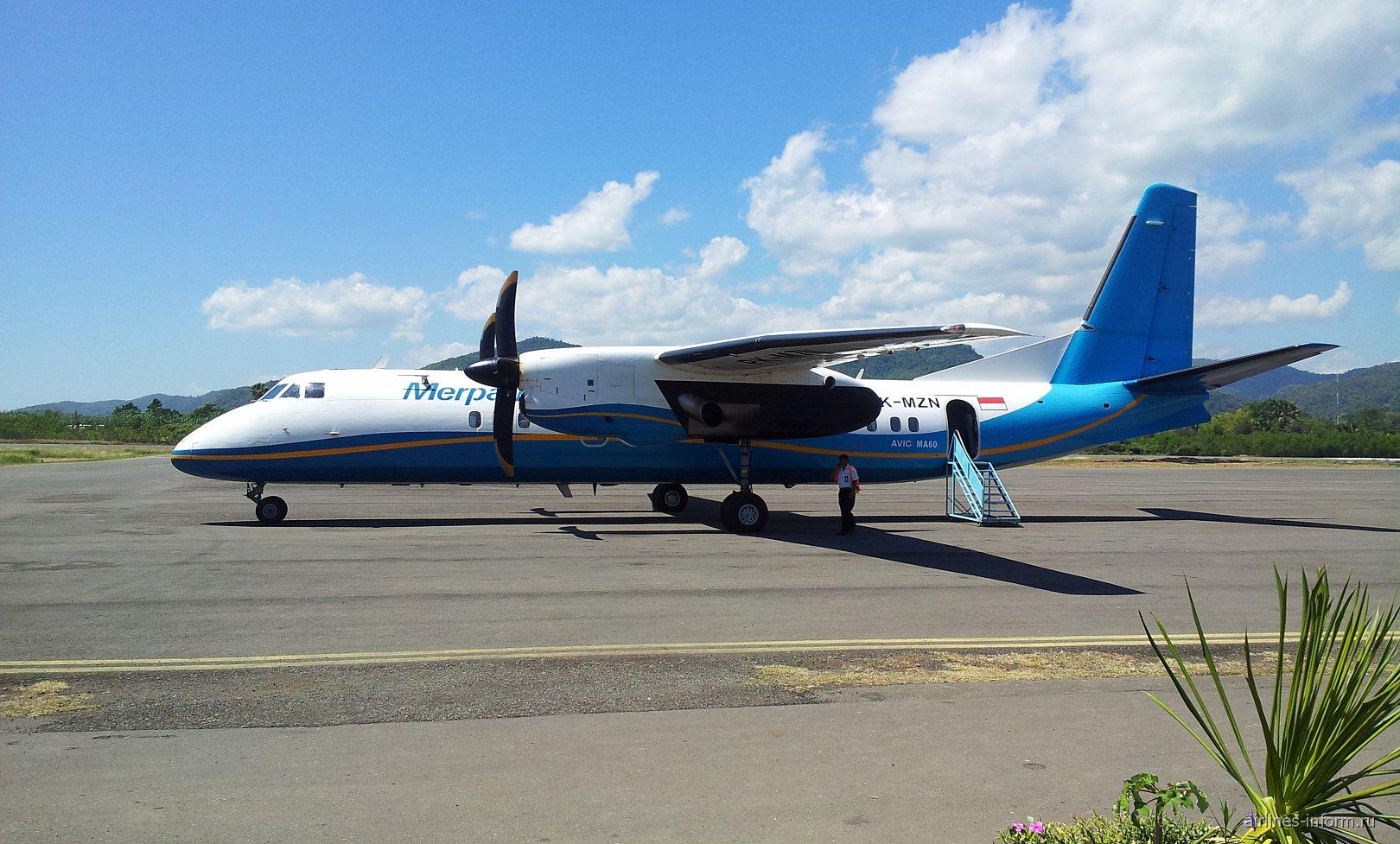 Самолет МА-60 авиакомпании Merpati в аэропорту Комодо