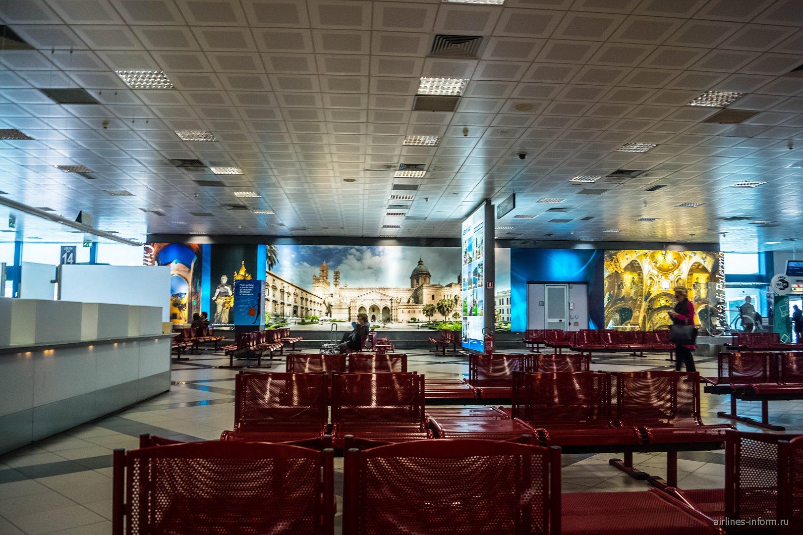 Зал ожидания в чистой зоне аэропорта Палермо