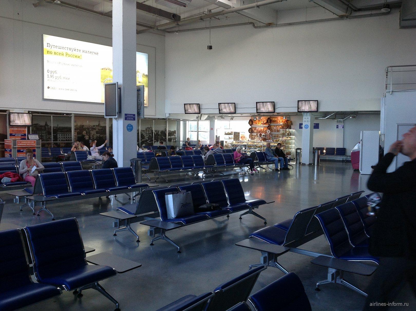 Зал ожидания в чистой зоне аэропорта Калининград Храброво
