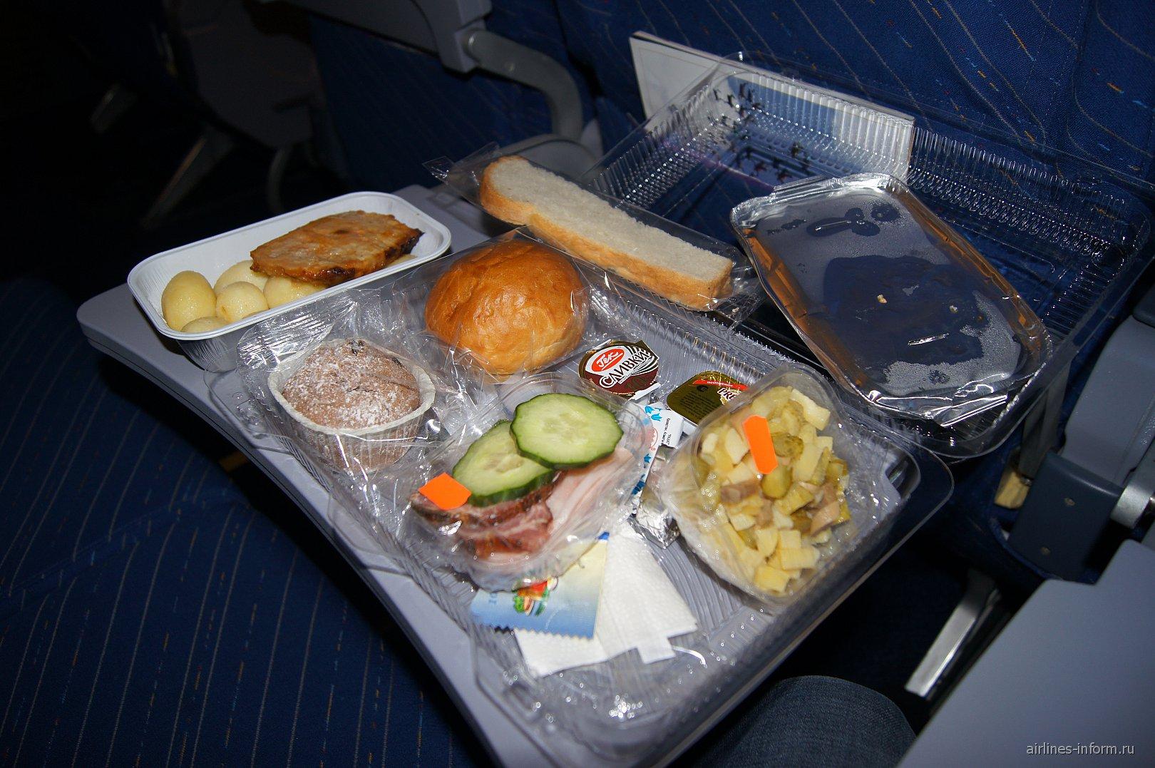"Питание на рейсе Новосибирск-Москва авиакомпании ""Алроса"""