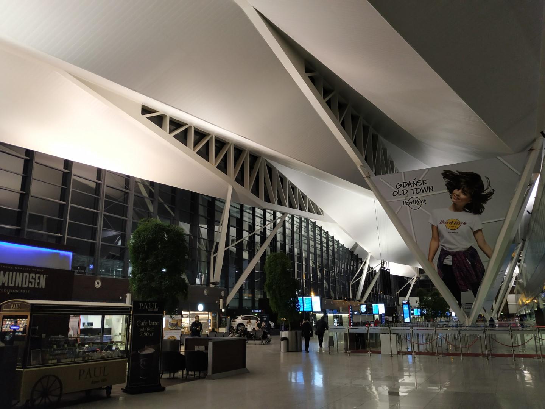 В пассажирском терминале аэропорта Гданьск Лех Валенса