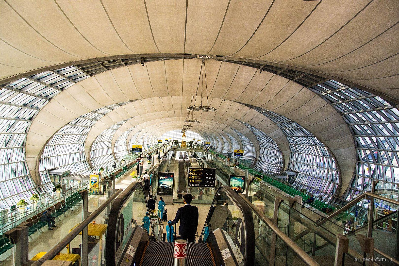 Сектор вылетов C в аэропорту Бангкок Суварнабхуми