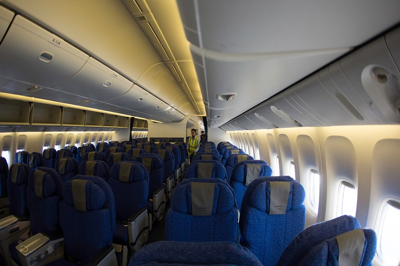 Салон комфорт-класса Boeing 777-200 авиакомпании Nordwind