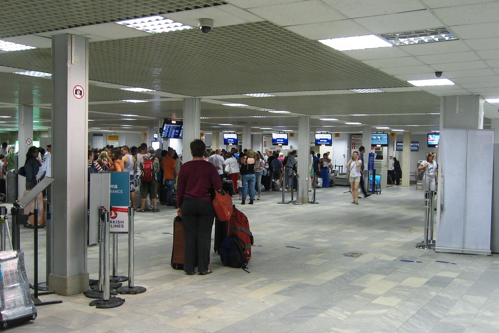 Зал регистрации на рейсе в международном терминале Пулково-2